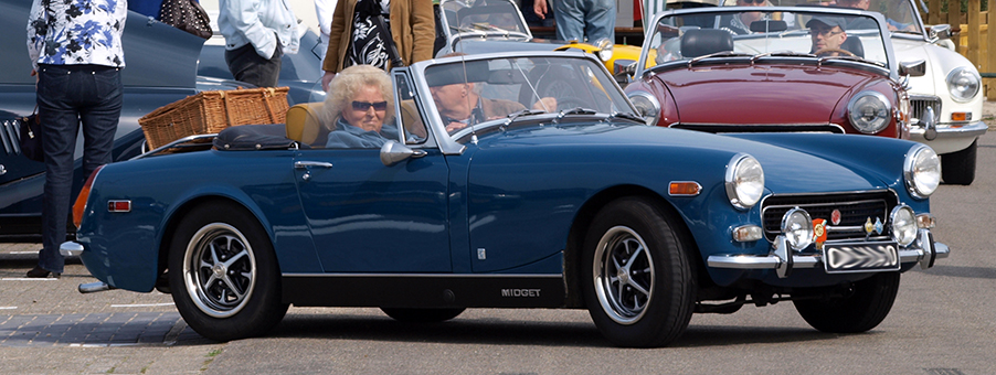 SMITHS Instruments on the MG Midget Mk I Sports Car